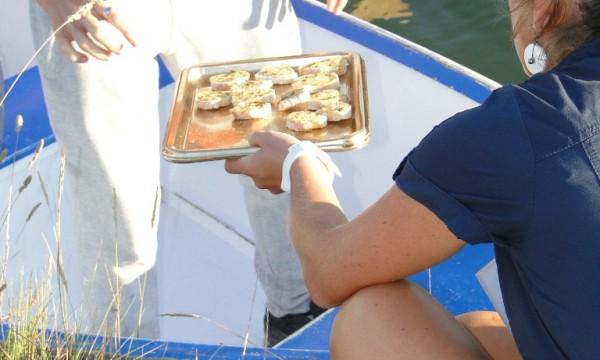 O-port-des-salines-apéro-barque-toast
