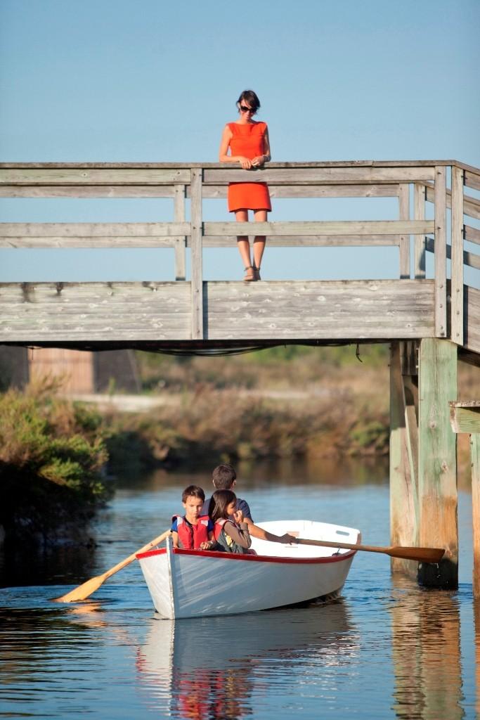 Port des Salines  barques sous le pont